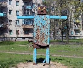 creepy-playgrounds-robot