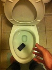 funny-dammit-cake-iphone-toilet