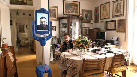 A 94 anni nonna Lea collauda robot badante, per lei Mr Robin