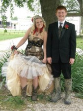 450x600xprom_photos_in_true_redneck_style_640_07.jpg.pagespeed.ic.lc96NCvsLe