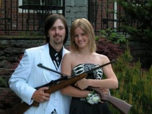 640x480xprom_photos_in_true_redneck_style_640_04.jpg.pagespeed.ic.CPZVm8iwFY
