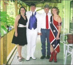 640x572xprom_photos_in_true_redneck_style_640_15.jpg.pagespeed.ic.5LgHACA8Db