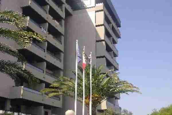 hotel-albergo-camere-piani-finestre