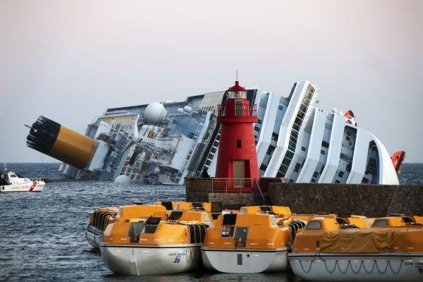 Al via la demolizione della Costa Concordia