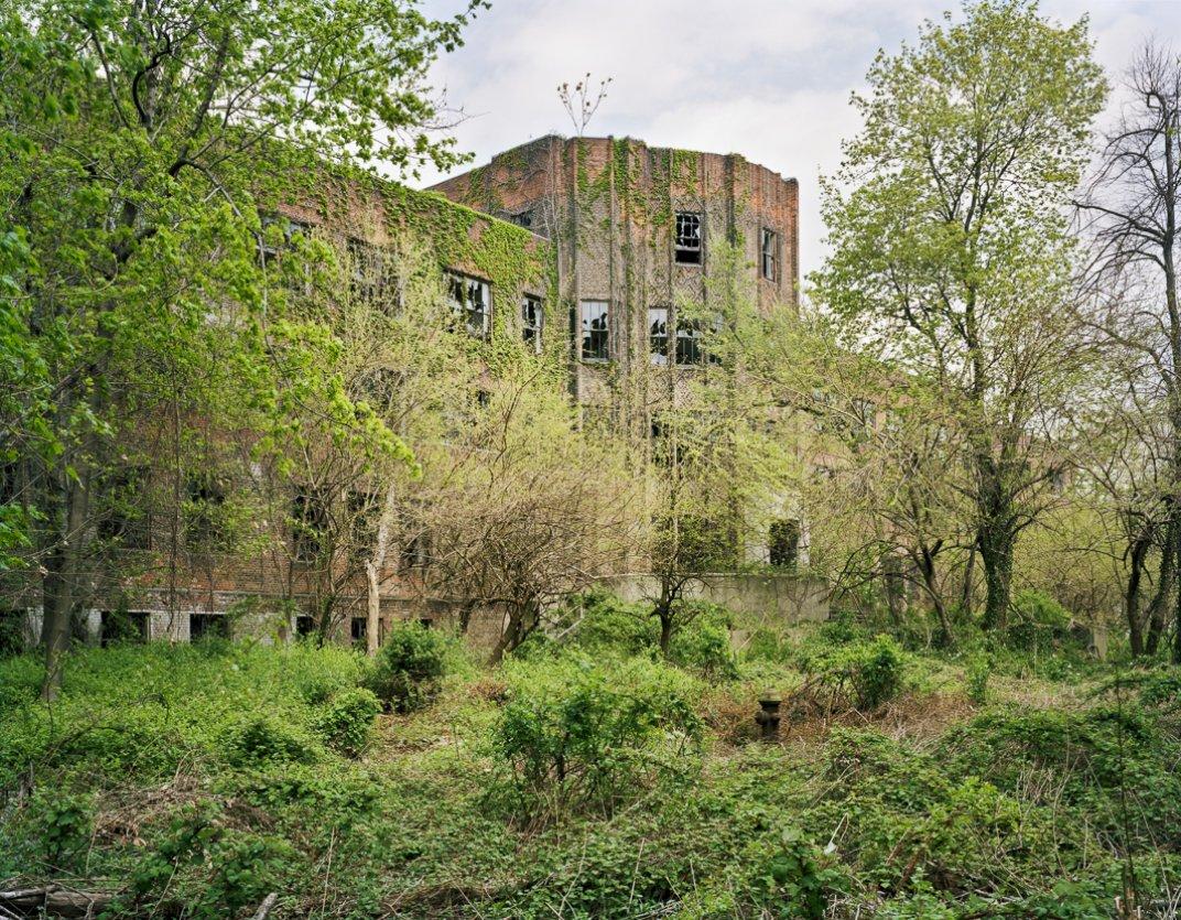 Questi 9 luoghi abbandonati e tornati alla natura e for Luoghi abbandonati nord italia