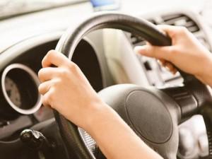 donna-alla-guida-auto-300x225
