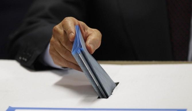 Elezioni amministrative, Silvio Berlusconi al seggio elettorale