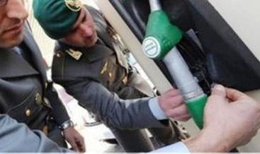 La Guardia di Finanza controlla 800 distributori di benzina