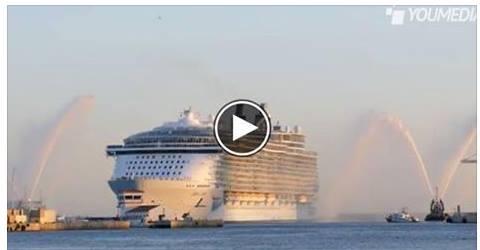 Ormeggiata a Civitavecchia la nave più grande del mondo