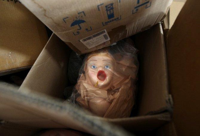 Bambole gonfiabili in serie, la fabbrica ha un fascino particolare
