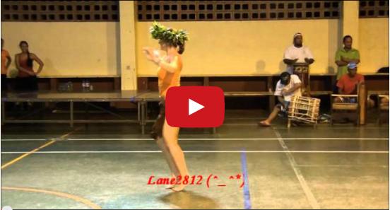 La ballerina usa i fianchi in un modo unico, bellissima danza
