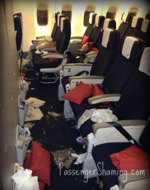 20 passeggeri incredibilmente pessimi immortalati da un'hostess