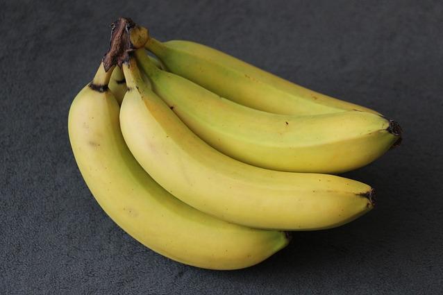10-utilizzi-della-la-buccia-di-banana-dalle-pulizie-ai-trattamenti-di-bellezza-638x425