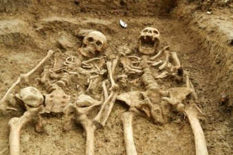 coppia-mano-700-anni1-638x425