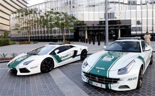 Le auto di lusso della polizia di Dubai