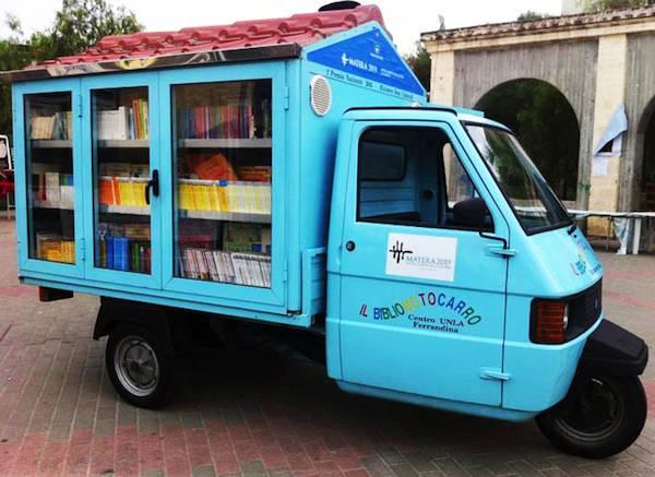 Apecar diventa biblioteca mobile, la storia di Antonio La Cava