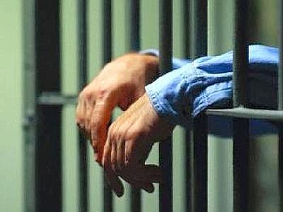 Uomo chiede di essere portato in cella a causa della nuora