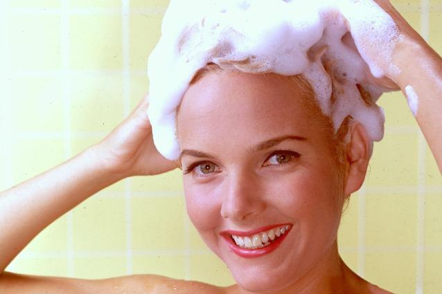 Errori-da-non-fare-quando-ti-lavi-i-capelli-638x425