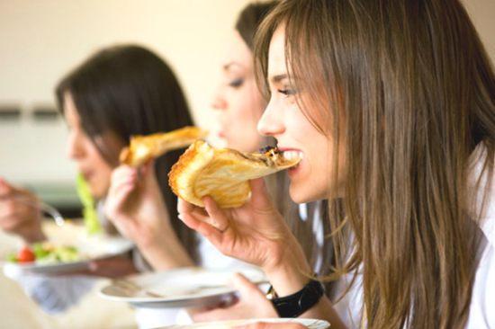 mangiare-con-la-mano-sinistra