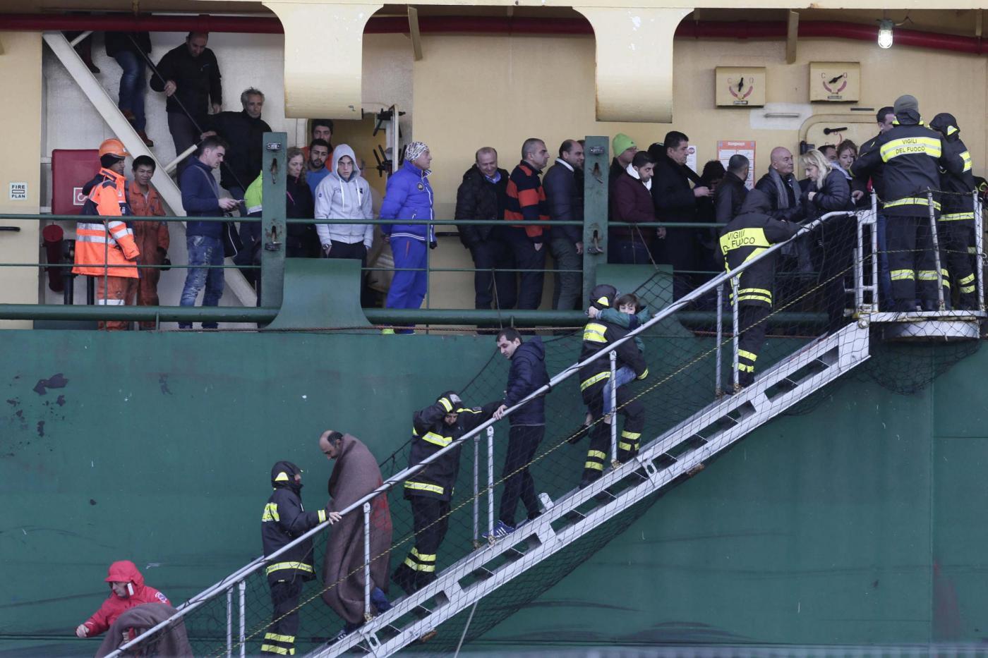Grecia, gruppo 49 naufraghi arrivato al porto di Bari
