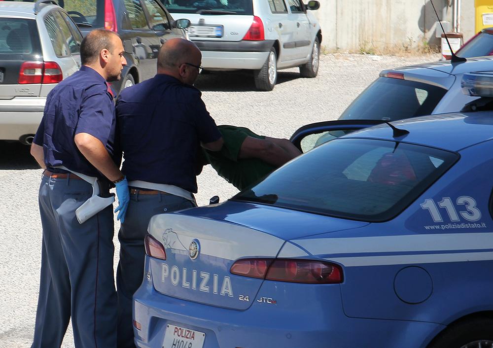 Catania, blitz antidroga: ventisei arresti