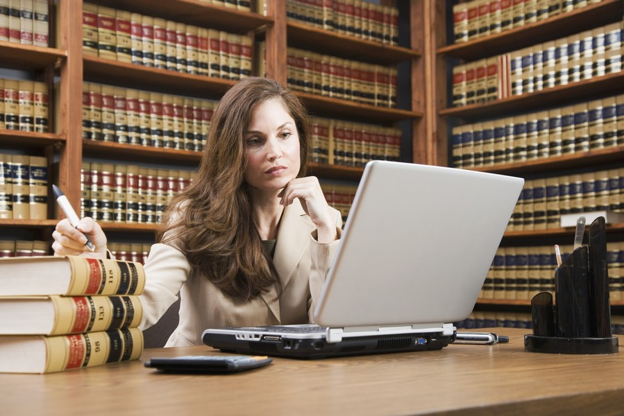 Si dice avvocata o avvocatessa?