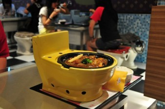 1024px-Modern_Toilet_Restaurant-638x425