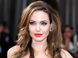 Angelina Jolie si fa rimuovere le ovaie per evitare il cancro novità
