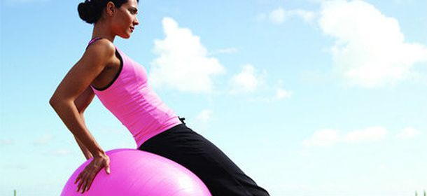 10 esercizi per tonificare seno balance ball