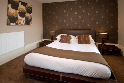 Classifica hotel pi strani in europa for Scopa sul divano