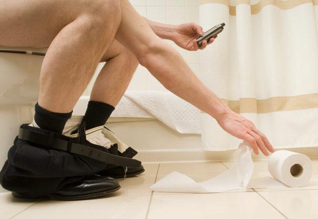 man-on-toilet_phon_1678405a