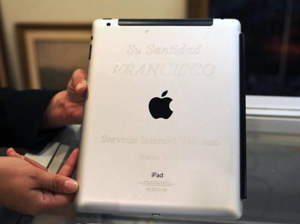 papa Francesco iPad asta Uruguay