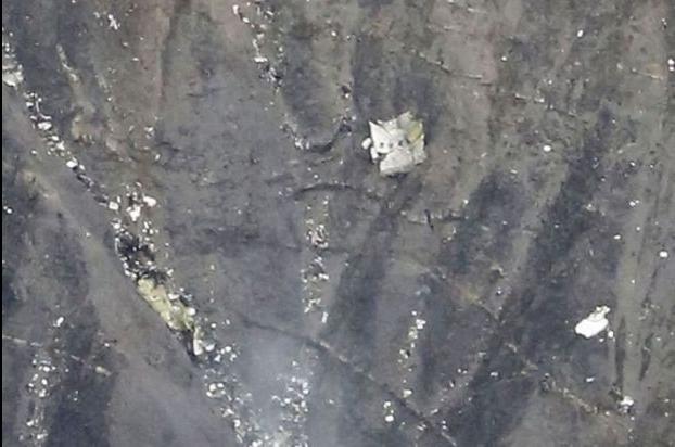 Immagini aereo disintegrato germanwings barcelonnette