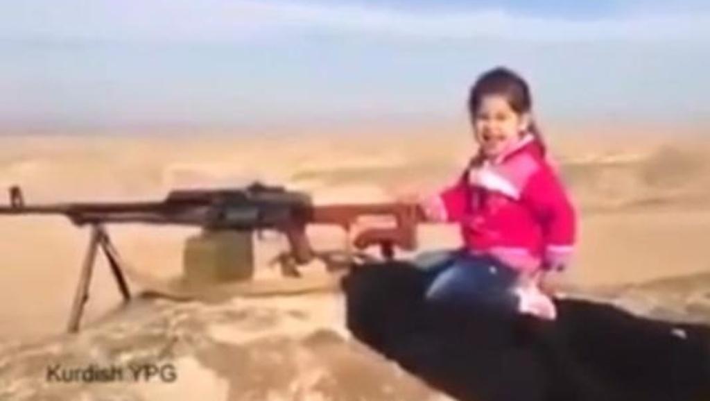 bimba curda spara miliziani isis