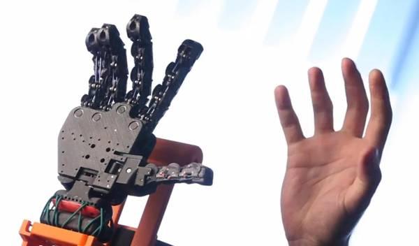 Mano bionica in 3D