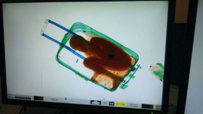 epa04737541 Handout picture provided by Spanish Civil Guard that shows the attempt by a Sub-Saharian immigrant aged eight years old in a suitcase trying to get in to Ceuta, Spain on 07 May 2015. The minor immigrant was caught due to the scaners in the border.  EPA/GUARDIA CIVIL / HANDOUT  HANDOUT EDITORIAL USE ONLY/NO SALES
