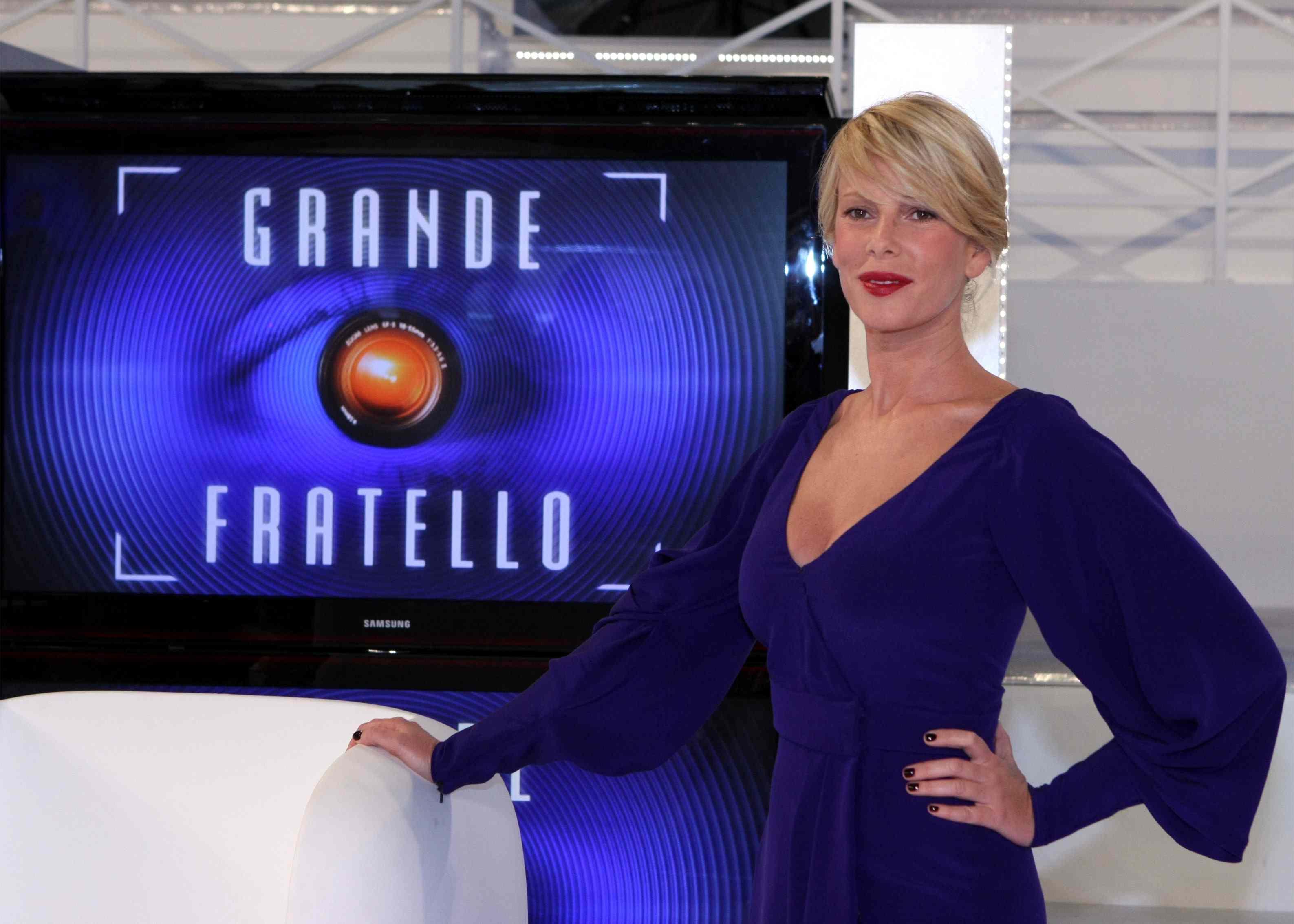 """ROMA 24 OTTOBRE 2009 PRESENTAZIONE DEL PROGRAMMA """" GRANDE FRATELLO 10 """" IN ONDA DA LUNEDI 26 OTTOBRE 2009 ALLE ORE 21,10 SU CANALE 5 NELLA FOTO ALESSIA MARCUZZI  FOTO RAVAGLI/INFOPHOTO"""