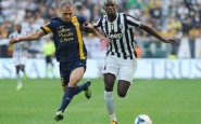 TURIN, ITALY - SEPTEMBER 22:  Paul Pogba (R) of Juventus competes with Romulo Souza of Verona FC during the Serie A match between Juventus and Hellas Verona FC at Juventus Arena on September 22, 2013 in Turin, Italy.  (Photo by Valerio Pennicino/Getty Images)