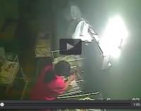 Infermiera picchia neonato durante turno di notte [VIDEO]