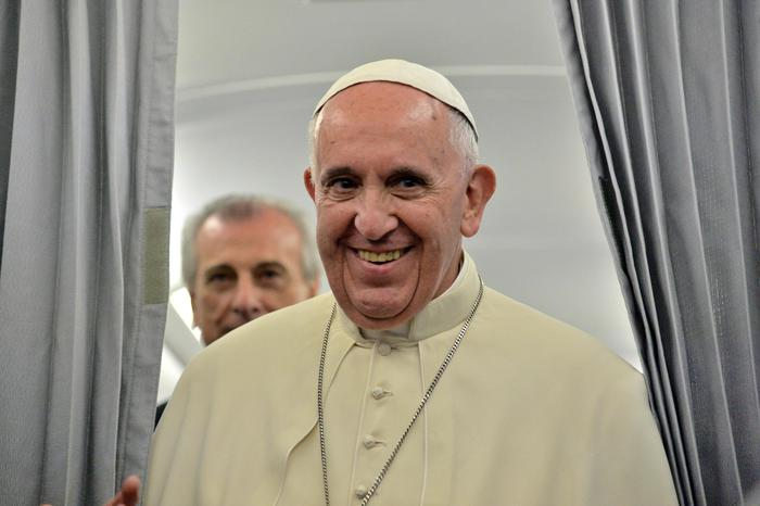 Pope Francis on the return flight from Sarajevo- Rome, 6 June 2015. ANSA/ POOL/ LUCA ZENNARO