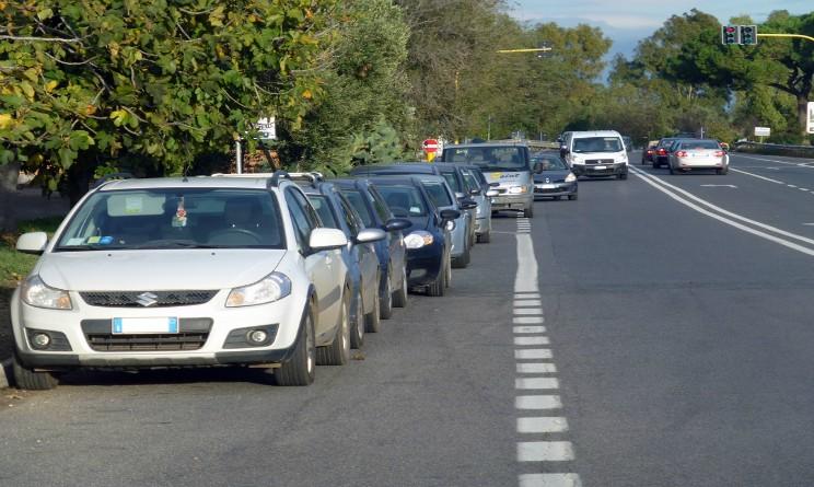 Milano allarme auto sospetta vicino alla Questura