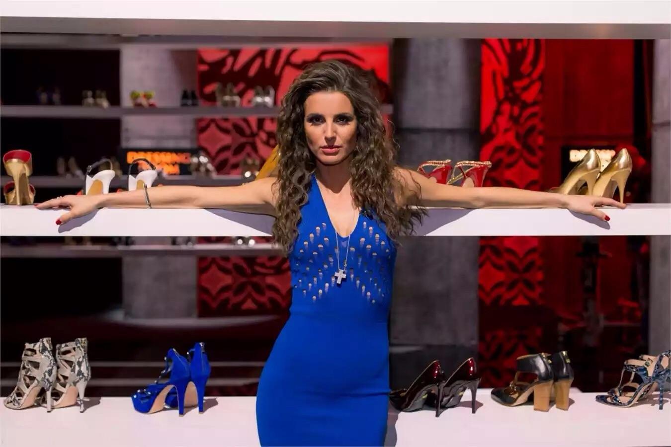Cristina De Pin conduce Tacco 12...si nasce!