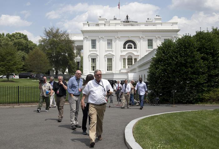 Members of the media, and others, are evacuated from the White House in Washington, Tuesday, June 9, 2015. Part of the White House has been evacuated amid security concerns. Secret Service officers interrupted a live, televised press briefing with the White House press secretary on Tuesday and evacuated the James S. Brady Briefing Room shortly after 2 p.m. The officers would not say what prompted the evacuation, and the White House had no immediate information about the incident.  (ANSA/AP Photo/Carolyn Kaster)