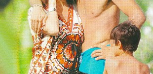 Ilaria D'Amico con Buffon in vacanza: il pancino è evidente