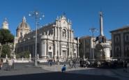 Catania-Piazza-Duomo-med-elefantskulpturen