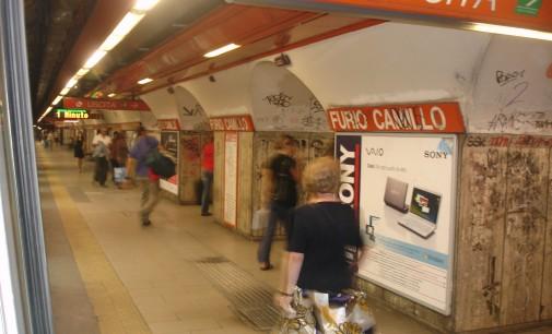Bimbo precipitato in metro a Roma: il dipendente in lacrime