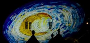 I trulli di Alberobello si colorano con le luci di Van Gogh
