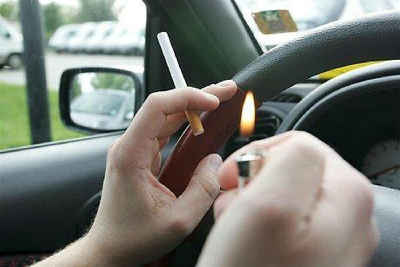 fumare alla guida