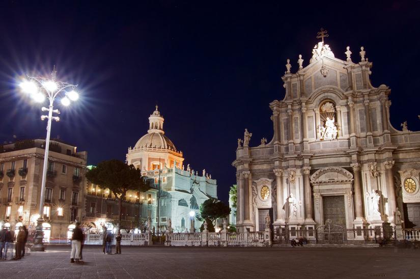Piazza-del-Duomo-in-Catania