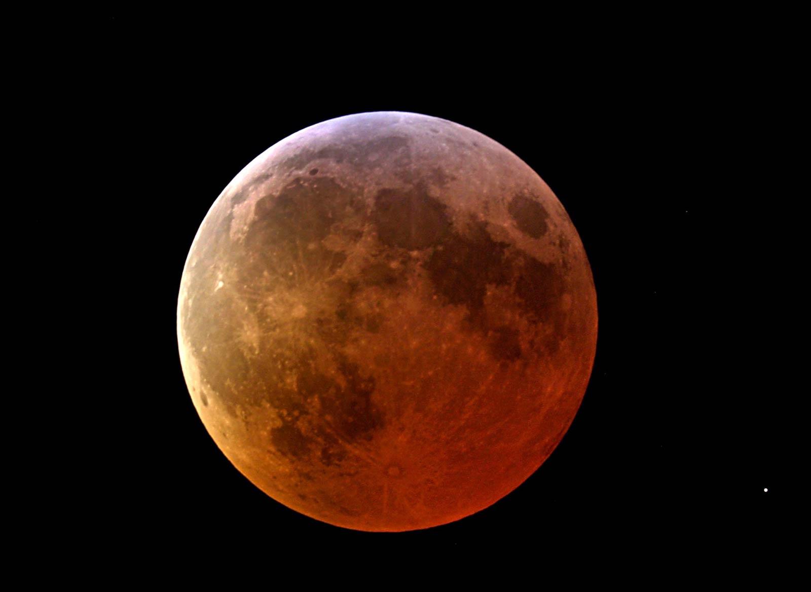 Che cos 39 l 39 eclissi lunare for Cos e l antonomasia